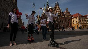 Agata i Wojciech Miszewscy próbują ustanowić rekord Polski w najdłuższej sztafecie na rolkach