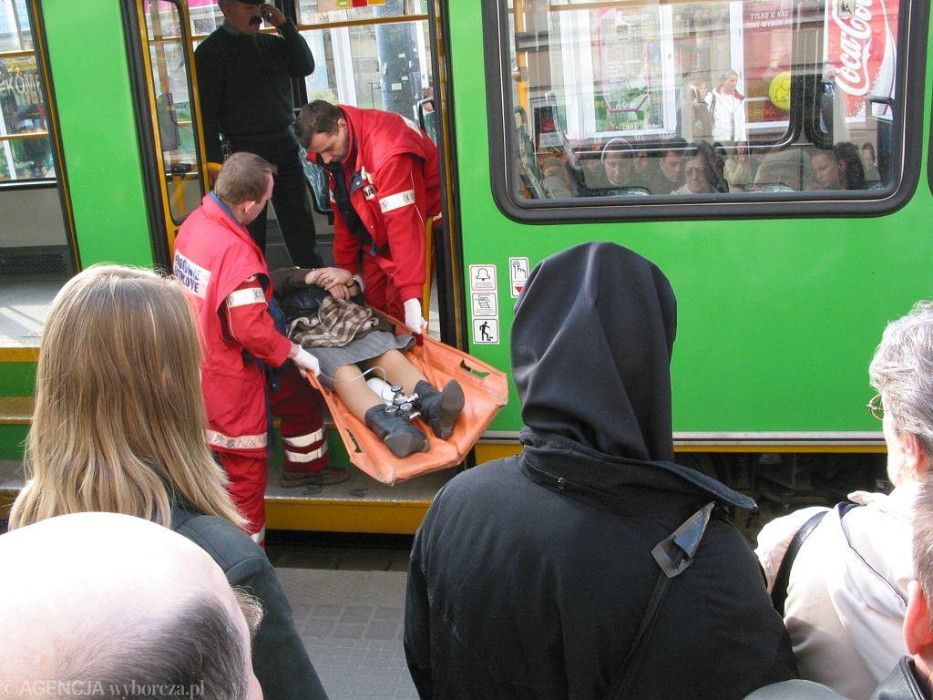 Nosze w komunikacji miejskiej (zdjęcie poglądowe)