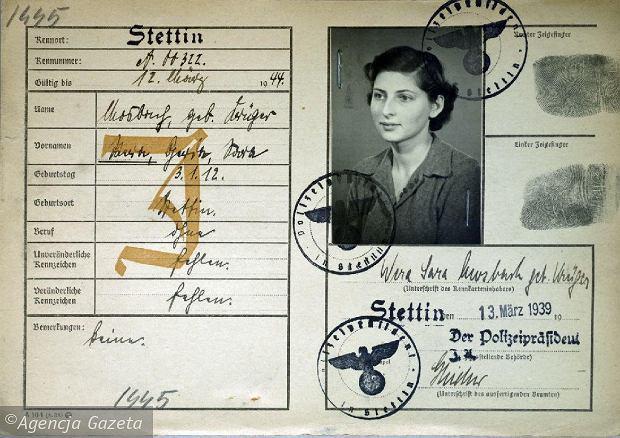 Kenkarta Wery Mosbach, żony dr. Ericha Mosbacha. Zimą 1940 r. skończyła 38 lat