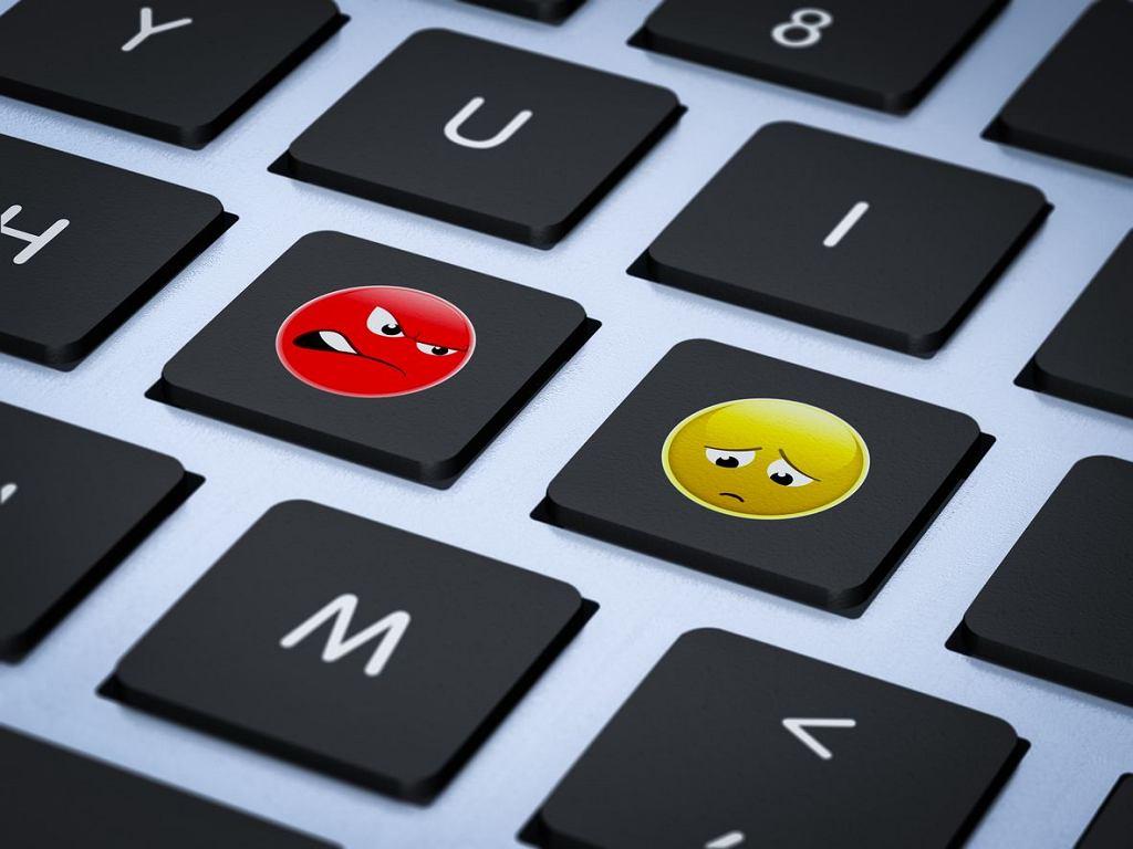 Cyberprzemoc - czy możemy przed nią uchronić nasze dzieci? Anonimowo, z oddali ranić najłatwiej.