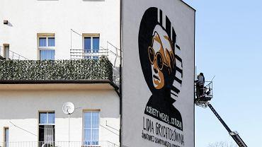 Cała ściana dla Lidii Grychtołówny. W Rybniku powstał ogromny mural upamiętniający artystkę