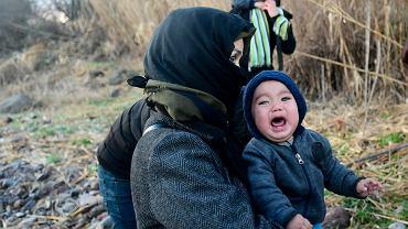 Uchodźcy próbują przekroczyć granicę turecko-grecką