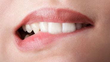 Liczne problemy, z którymi borykają się diabetycy (w tym kserostomia i większa podatność na infekcje) mogą prowadzić do wcześniejszej utraty zębów.