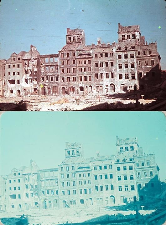 Strona Dekerta, obecnie siedziba Muzeum Warszawy, sierpień 1944 roku.