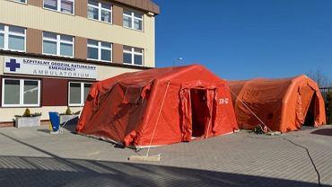Przed Szpitalem Wojewódzkim w Bielsku-Białej stanęły namioty, w których będą selekcjonowani pacjenci