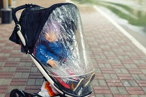 Mama musiała zrobić zakupy. Poszła z niemowlakiem do sklepu. Wymyśliła sposób, żeby uchronić go przed wirusem