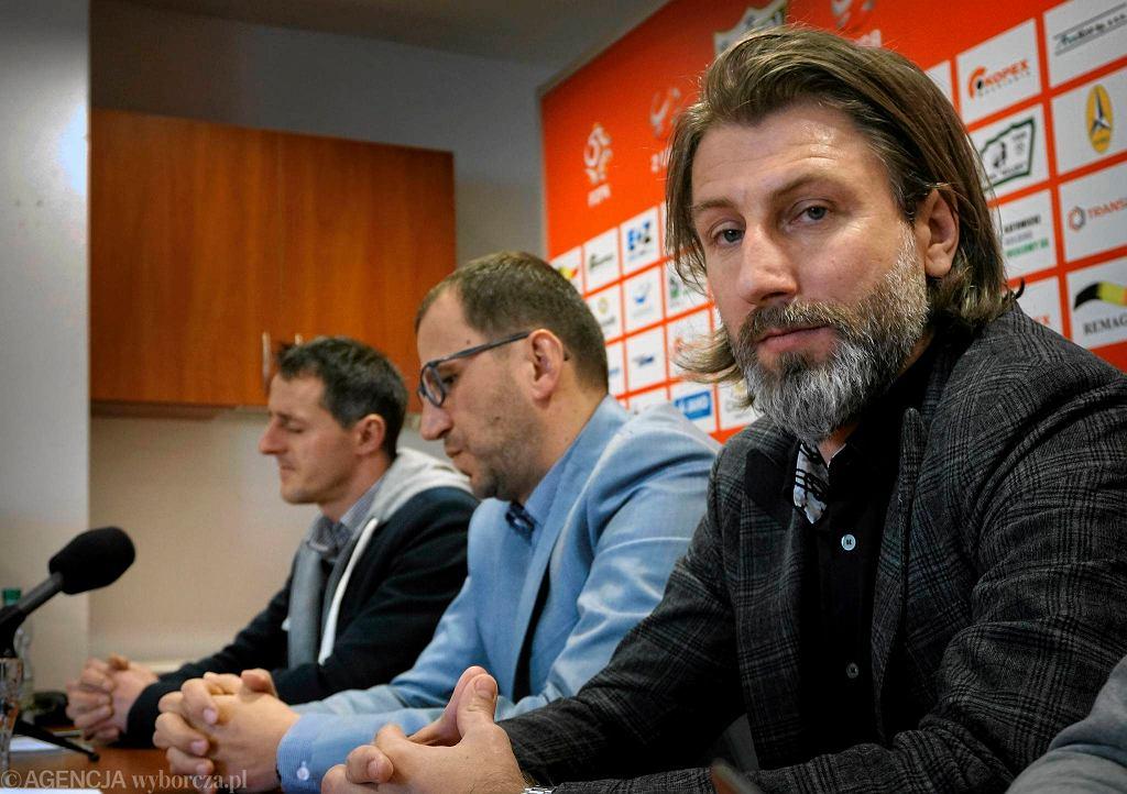 Kamil Kosowski, nowy dyrektor sportowy Rozwoju Katowice (z prawej). Obok prezes klubu Zbigniew Waśkiewicz i trener Dietmar Brehmer