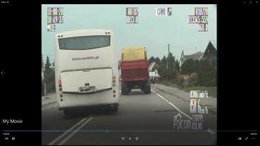 Autobus wykonujący niebezpieczne manewry