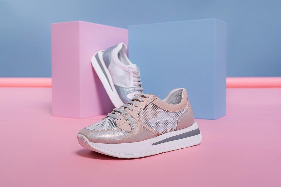 Pastelowo różowe sneakersy