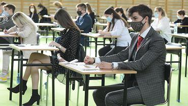 4 maja rozpoczęły się matury z języka polskiego. Na zdjęciu XII LO we Wrocławiu