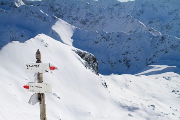 Widok z Przełęczy Zawrat na Dolinę Pięciu Stawów Polskich