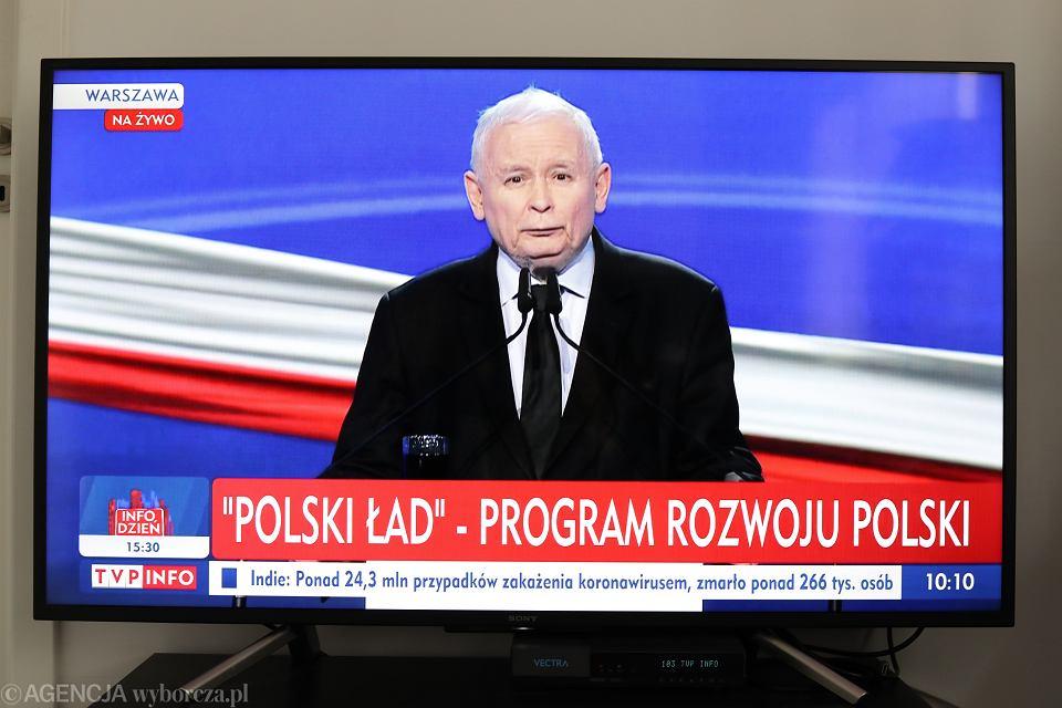 https://bi.im-g.pl/im/d8/e6/19/z27159000V,Jaroslaw-Kaczynski-podczas-prezentacji-Polskiego-L.jpg