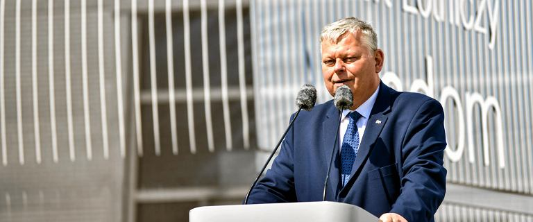 PiS pompuje setki milionów złotych w lotnisko w Radomiu.