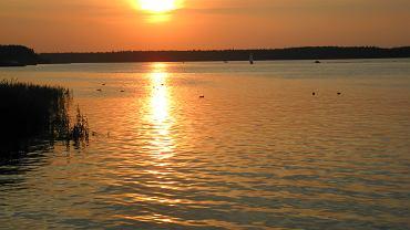 Zachód słońca nad jeziorem Necko w Augustowie