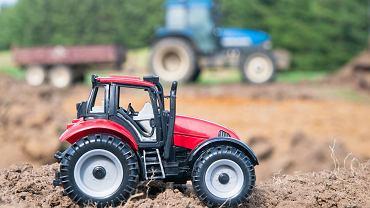 Traktory dla dzieci to zabawki, którymi można bawić się w domu i na świeżym powietrzu.