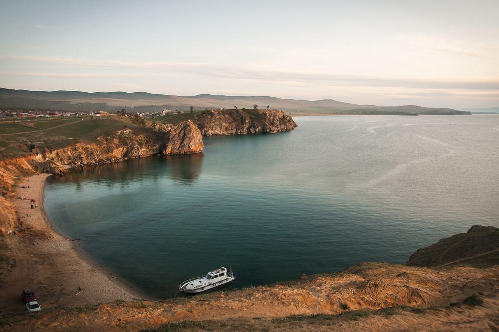 Jezioro Bajkał jest zagrożone masowym zanieczyszczeniem odpadami.