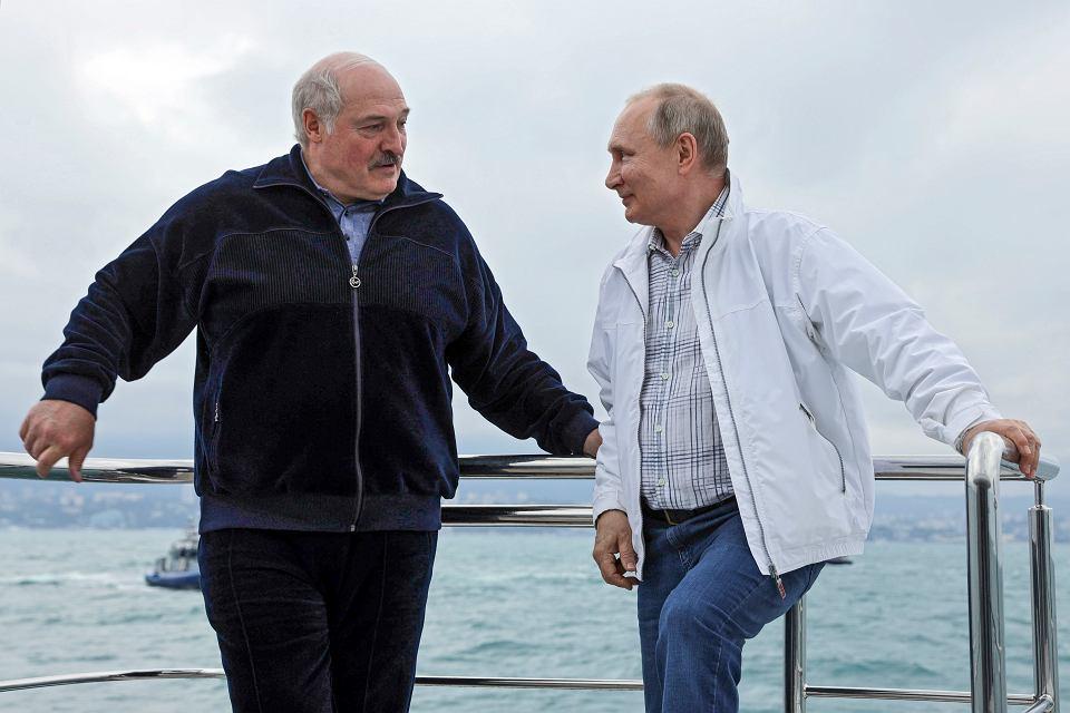 Jak KGBowiec z dyrektorem kołchozu... Putin i Łukaszenka - spotkanie satrapów. Soczi, Rosja, 29 maja 2021