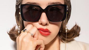Ania Kruk x JAI KUDO - kolekcja okularów przeciwsłonecznych. Na zdjęciu model Jackie