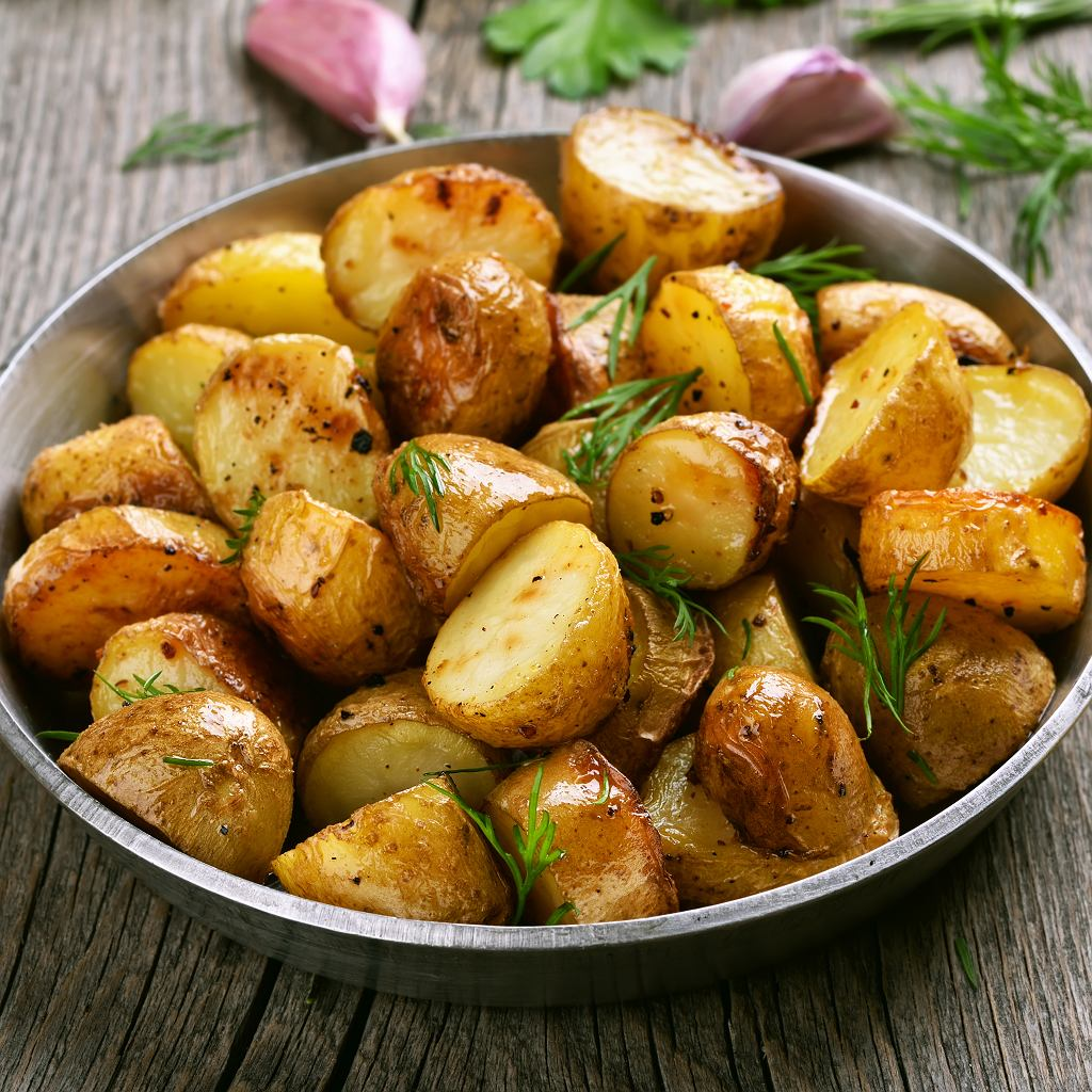 Młode ziemniaki pieczone w ziołach