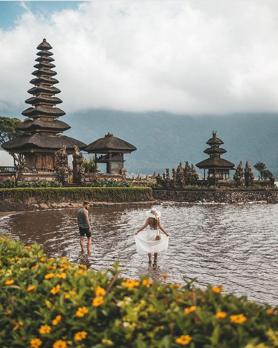 Odwiedź świątynie i pałace wodne