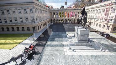 Makieta Pałacu Saskiego prezentowana na Pl. Piłsudskiego, przy Grobie Nieznanego Żołnierza. Warszawa, 5 kwietnia 2014