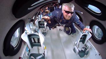 Richard Branson 'pływa' w kosmosie