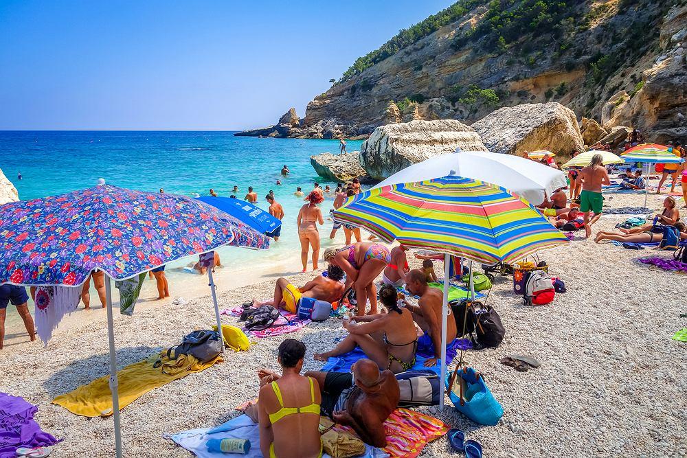 Turysta próbował wywieźć piasek z Sardynii