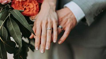 Paznokcie ślubne 2020 - modna koronka i ponadczasowy klasyczny manicure.
