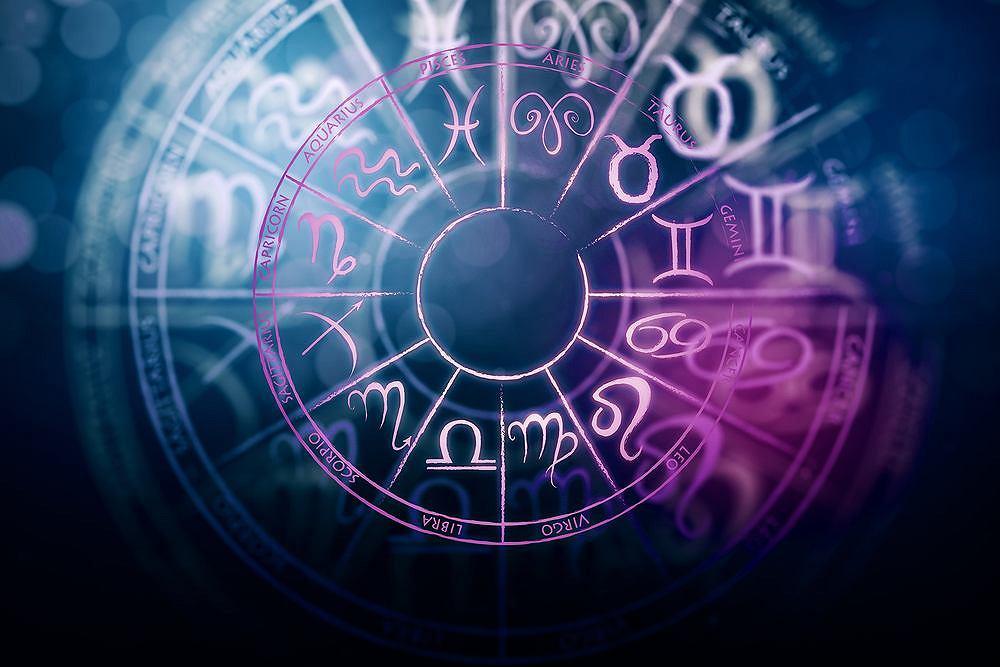 Horoskop na październik - Lew, Panna, Waga, Skorpion (zdjęcie ilustracyjne)