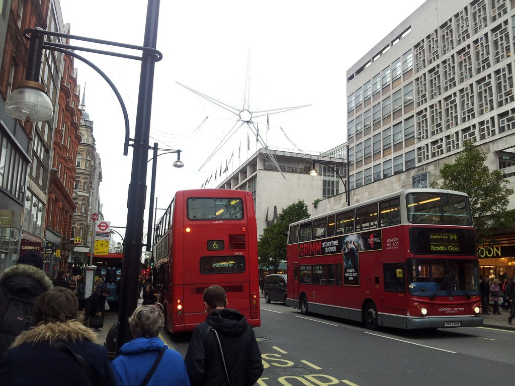 Londyn, zatłoczona ulica Oxford Street