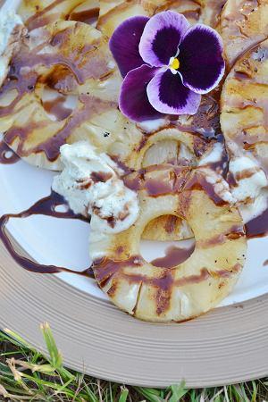Grillowane ananasy z kremem czekoladowym