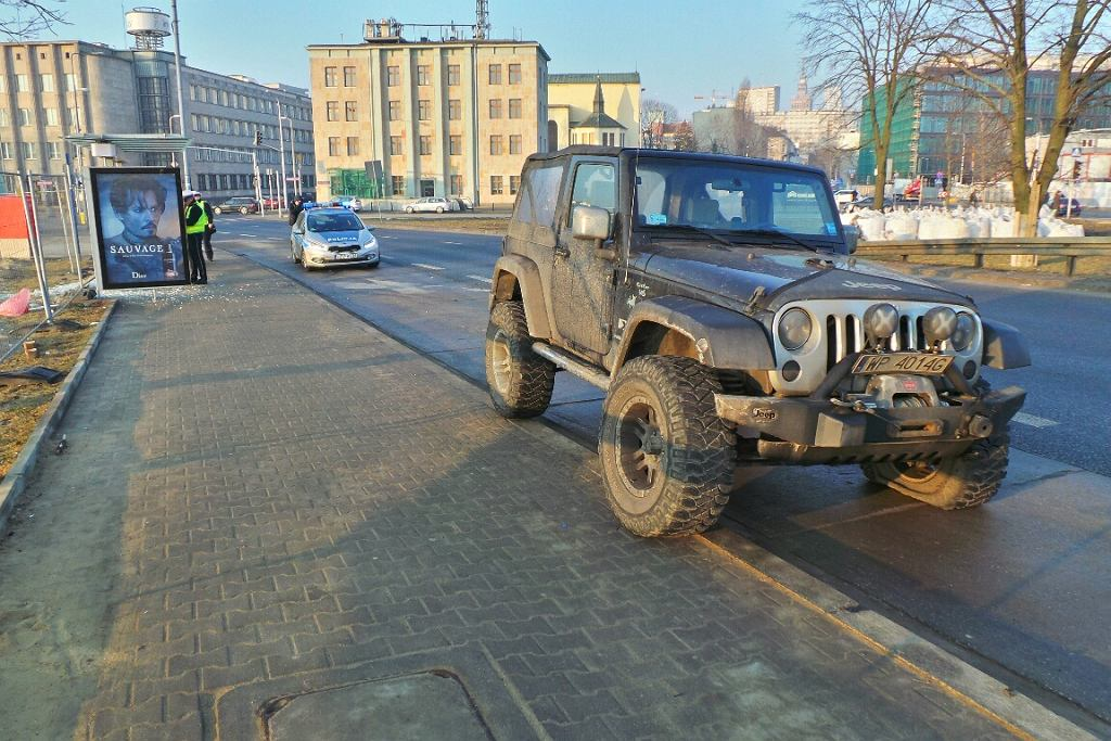 Wypadek przy wjeździe na most Świętokrzyski