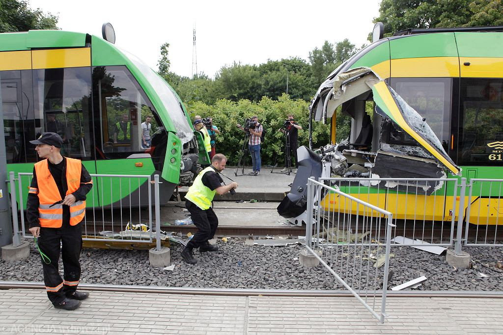 Zderzenie tramwajów na rondzie Starołęka