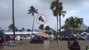 Tornado porwało dmuchany zamek na plaży na Florydzie
