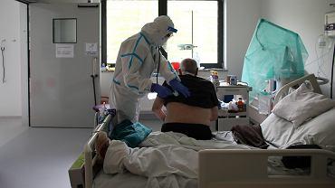 Pandemia koronawirusa. Oddział Zakaźny Szpitala Uniwersyteckiego - leczy pacjentów z COVID-19. Kraków, 7 maja 2020