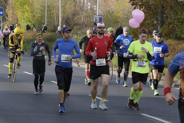 Zdjęcie numer 77 w galerii - Ponad 1200 biegaczy na starcie 37. Toruń Maraton, wygrał Łukasz Oskierko [ZDJĘCIA]