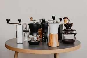 Kawa z dripa podbija kawiarnie. Zobacz, czego potrzebujesz, aby zaparzyć ją w domu!