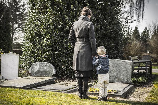 Śmierć bliskiej osoby jest dla dziecka przeżyciem, wiele też zależy, jak blisko z daną osobą byliśmy