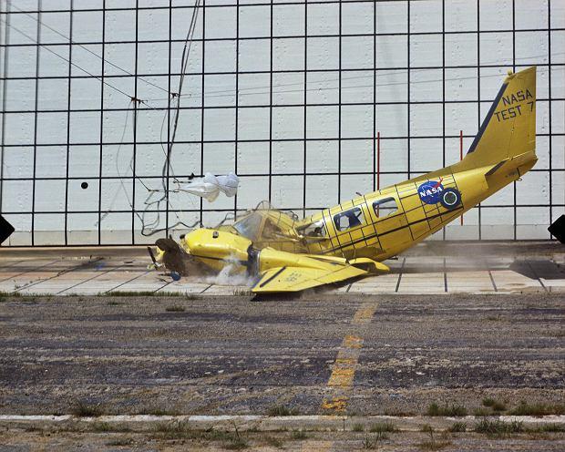 Jeden z częstszego rodzaju testów w Langley. Kontrolowana katastrofa samolotu lotnictwa ogólnego