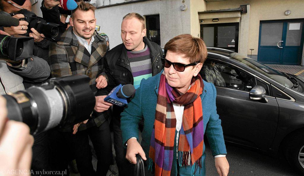 Beata Szydło i Marcin Mastalerek przed siedzibą PiS