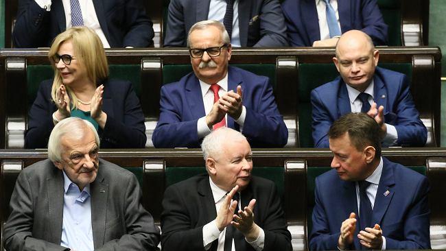 """Kaczyński wygłosił """"drugie expose"""". Na koniec wezwał do współpracy i... wyszedł z sali"""