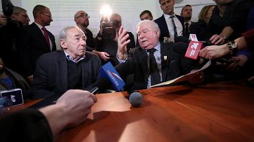 Prof. Andrzej Paczkowski i Lech Wałęsa podczas konferencji naukowo - edukacyjnej zorganizowanej przez Oddział IPN .
