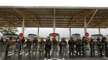 Wenezuelska gwardia narodowa blokuje dla pomocy humanitarnej most Tienditas na granicy z Kolumbią