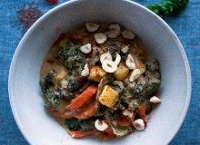 Curry z jarmużu z masłem laskowym - ugotuj