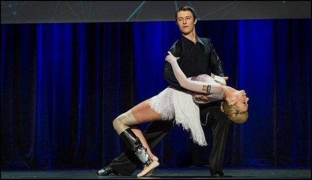 Pierwszy taniec Adrianne z nową protezą