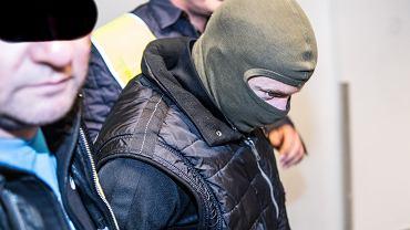 Podejrzany o zbrodnie w Miłoszycach Norbert B. doprowadzany na rozprawę. Wrocław, 26 września 2018