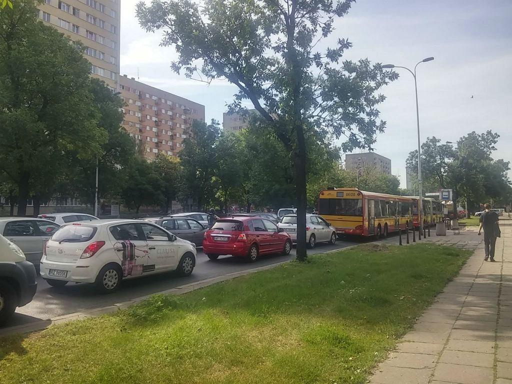 Pięć aut zderzyło się na skrzyżowaniu ul. Czerniakowskiej i Gagarina. Na miejscu ciągnie się gigantyczny korek, od Mostu Świętokrzyskiego w stronę Wilanowa.
