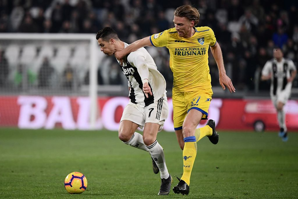 Bartosz Salamon i Cristiano Ronaldo podczas meczu Juventus - Frosinone (15 lutego 2019)
