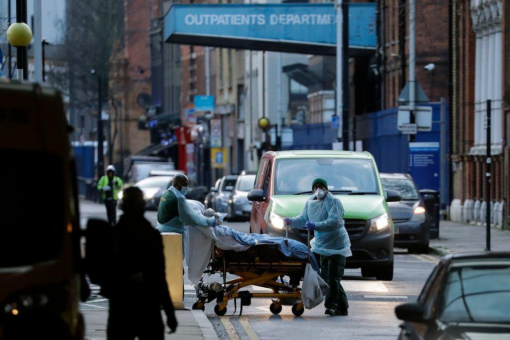 Wielka Brytania. Brakuje miejsca dla chorych na COVID-19. Pacjenci mogą być przenoszeni do hoteli