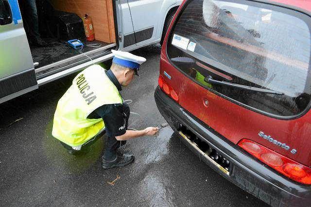 Kontrola jakości spalin samochodowych w Płocku